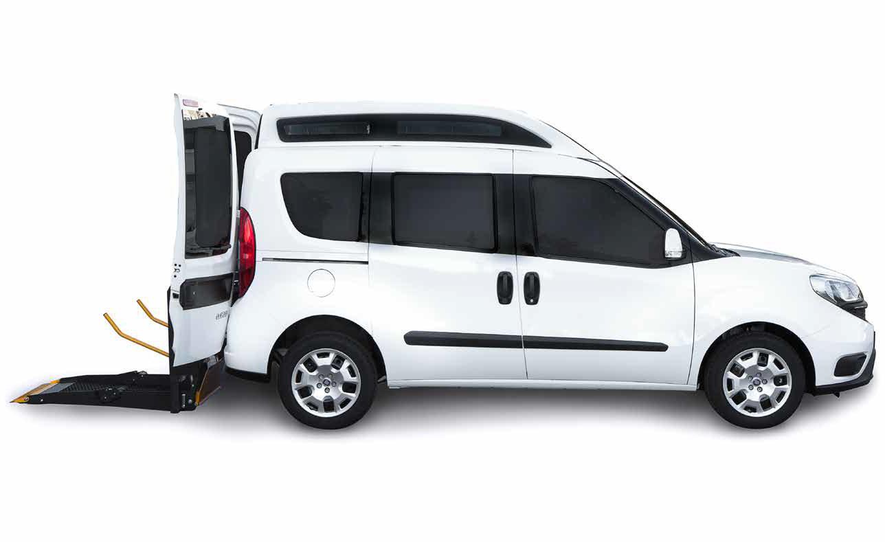 Fiat Doblò per disabili pronta consegna con allestimento sollevatore incluso per carrozzina